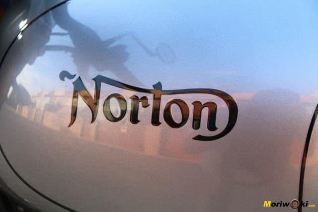 Depósito de la Norton Commando 961 Sport MK2.