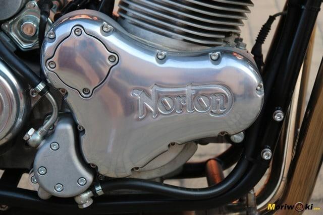 Tapa característica del motor de la Norton Commando 961 Sport MK2.