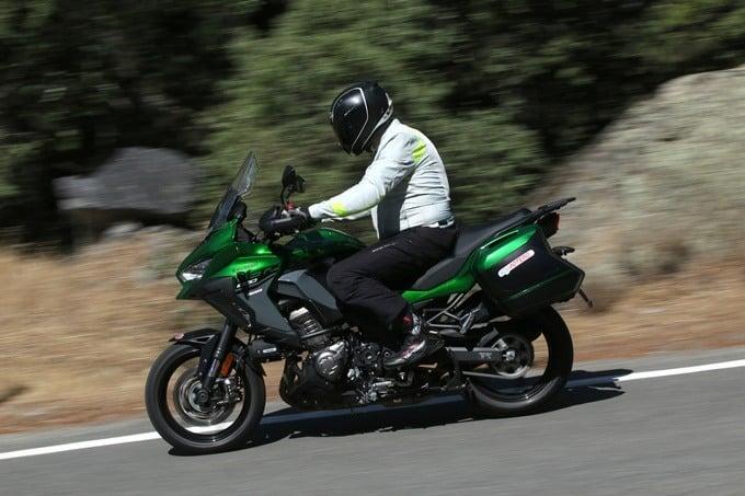 En moto, haciendo una ruta con calor.