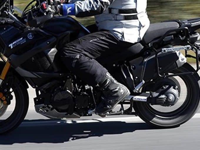 Pantalón de moto para el verano, totalmente calado.