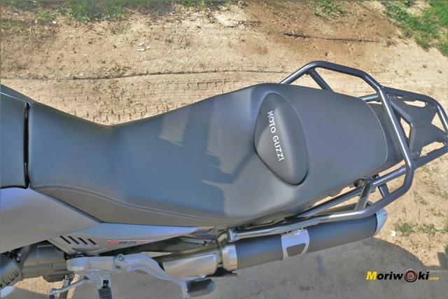 El asiento alargado de la Guzzi V85 TT.