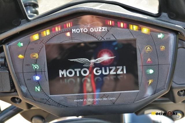 Pantalla TFT de la Guzzi V85 TT.