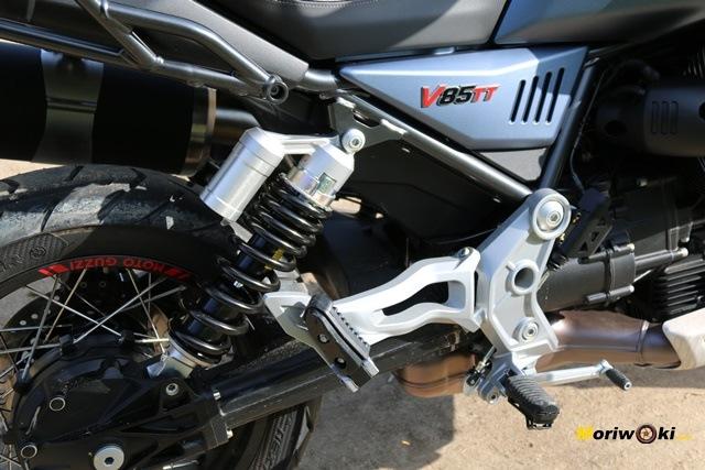 El monoamortiguador de la Guzzi V85 TT.