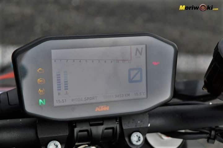 Cuánto agarra un neumático de moto frío en modo Sport.