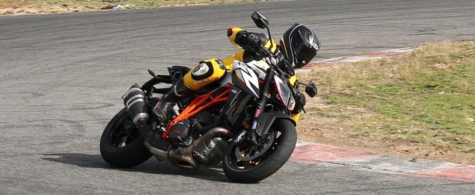 Cuánto agarra un neumático de moto frío