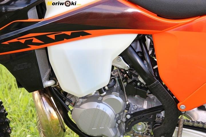 Prueba KTM EXC 300 TPI (2020). Depósito de gasolina
