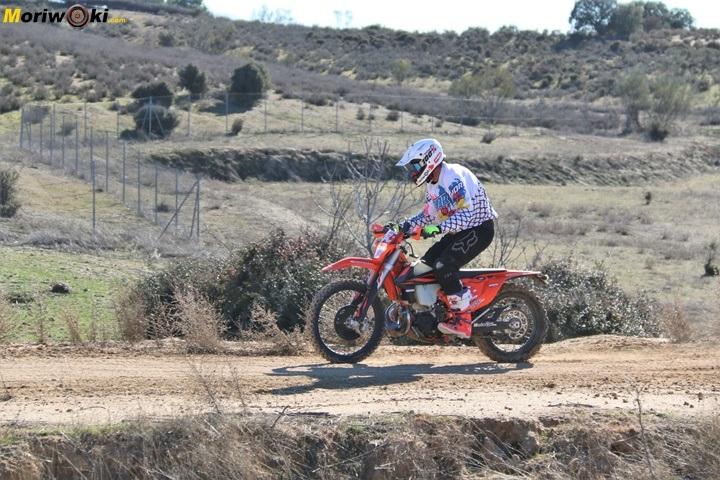 Aterrizaje en un curso off road de moto en Madrid.