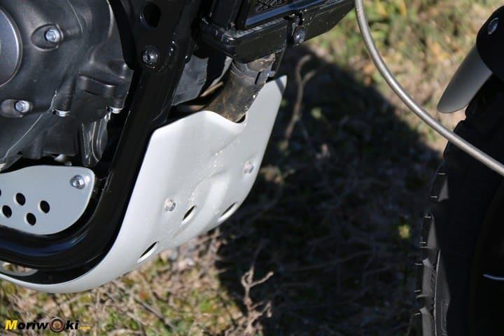 Salvacárter acorazado para los bajos de la Triumph Scrambler 1200 XE.