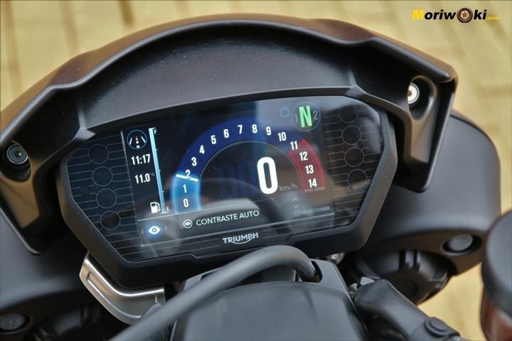 "Pantalla TFT de 5,5"" de la Triumph Speed Triple 1050 RS."