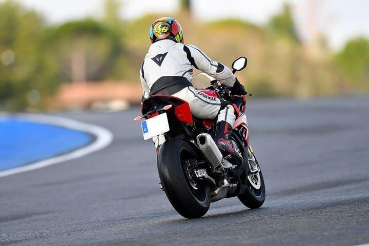 Rampa Pegaso en el paso del motocross a la velocidad.