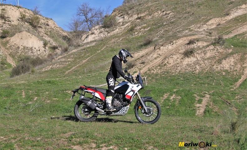 Posición off road sobre la Yamaha Ténéré 700 en versión Explorer.