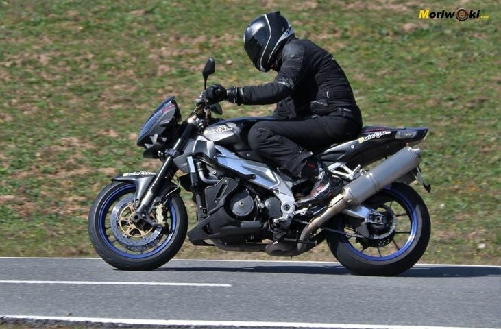 Paso con la Aprilia analogica Con electronica y sin electronica en una moto