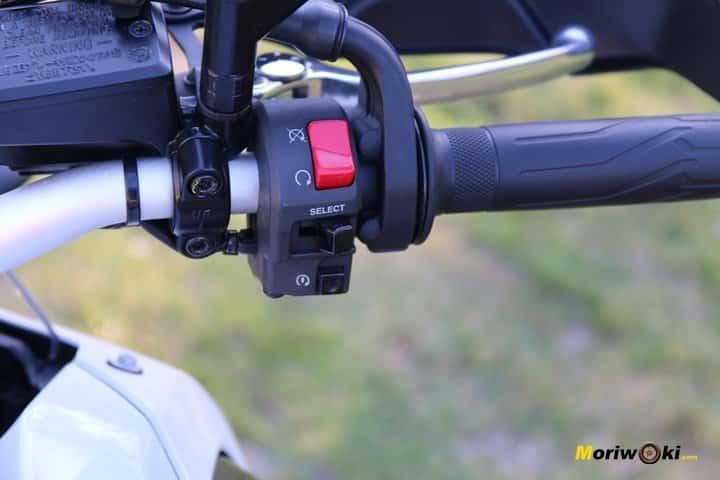 Piña derecha en la Prueba Yamaha Tenere 700.