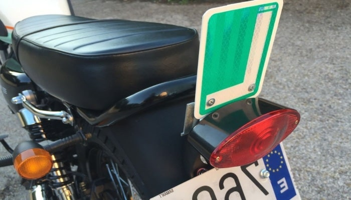 cartel verde de conductor novel