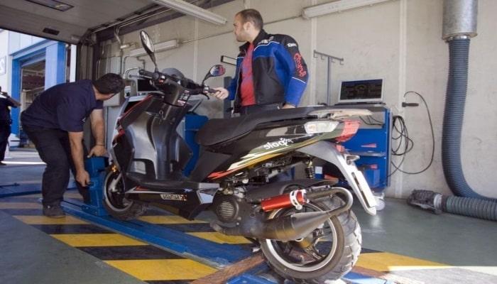 ITV de moto negra
