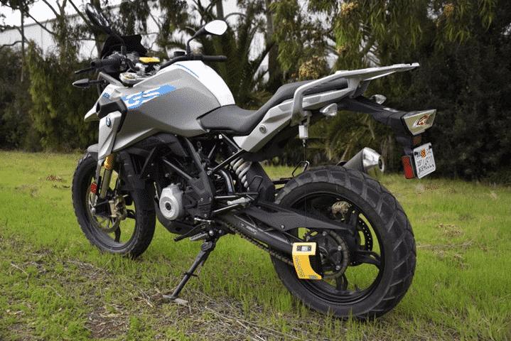 Slacker Digital Sag Scale en una moto.
