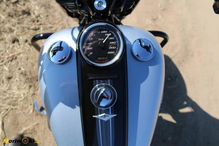 Prueba Harley Road King Special Reloj central.