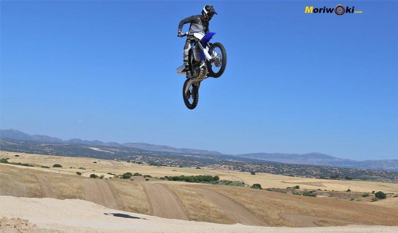 Prueba Yamaha YZF250 Salto frente.