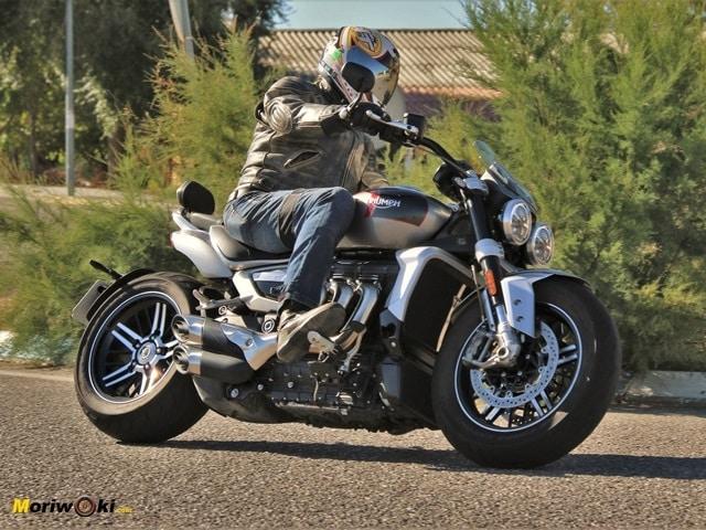 Triumph Rocket 3 2500 aplomo