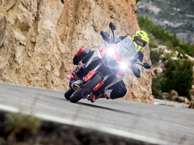 Prueba Ducati Multistrada V4. Perfil off road. Tumbada izda