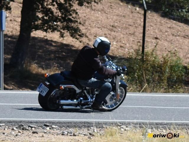 Prueba Harley Fat Boy en curva